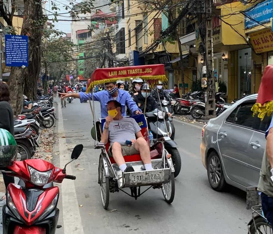 Vietnamese Drivers and  how to cross the street