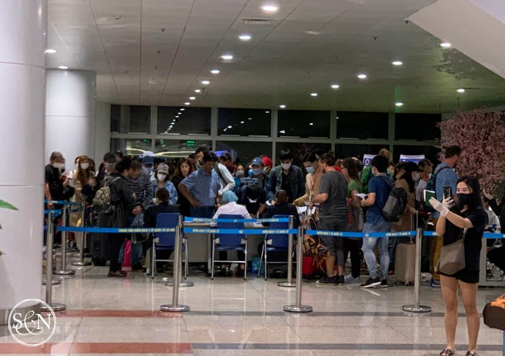 Five total workers and hundreds of passengers in Hanoi for the Health Declaration Form processing